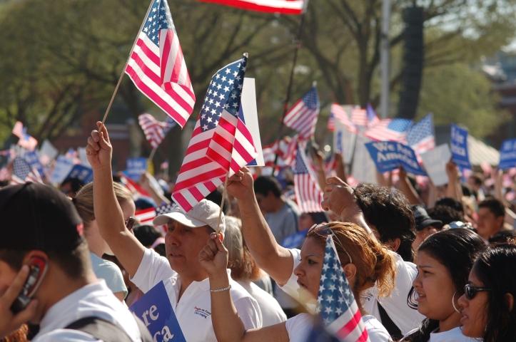 Imigrantes juram a Bandeira dos EUA