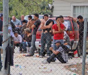 Os imigrantes estavam trancados em uma casa, em situações precárias