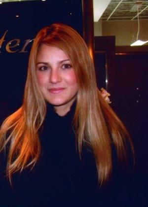 A brasileira Myrella Ikeda antes de realizar o tratamento no salão J. Sisters em New York
