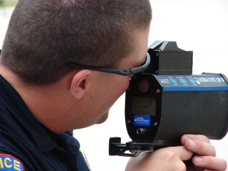 O equipamento do policial marcou que o brasileiro estava a mais de 100 mph (mais de 160 km/h)