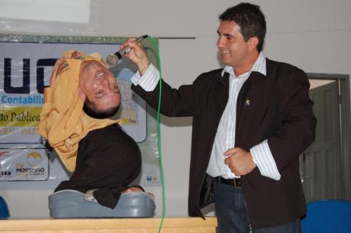Cláudio durante uma palestra