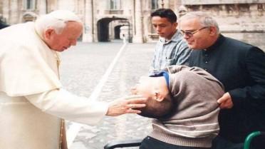 Cláudio, em 2000, quando conheceu o Papa João Paulo II
