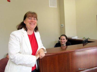 A deputada Tricia Bouvier é a autora do projeto que libera carteira de motorista para indocumentados